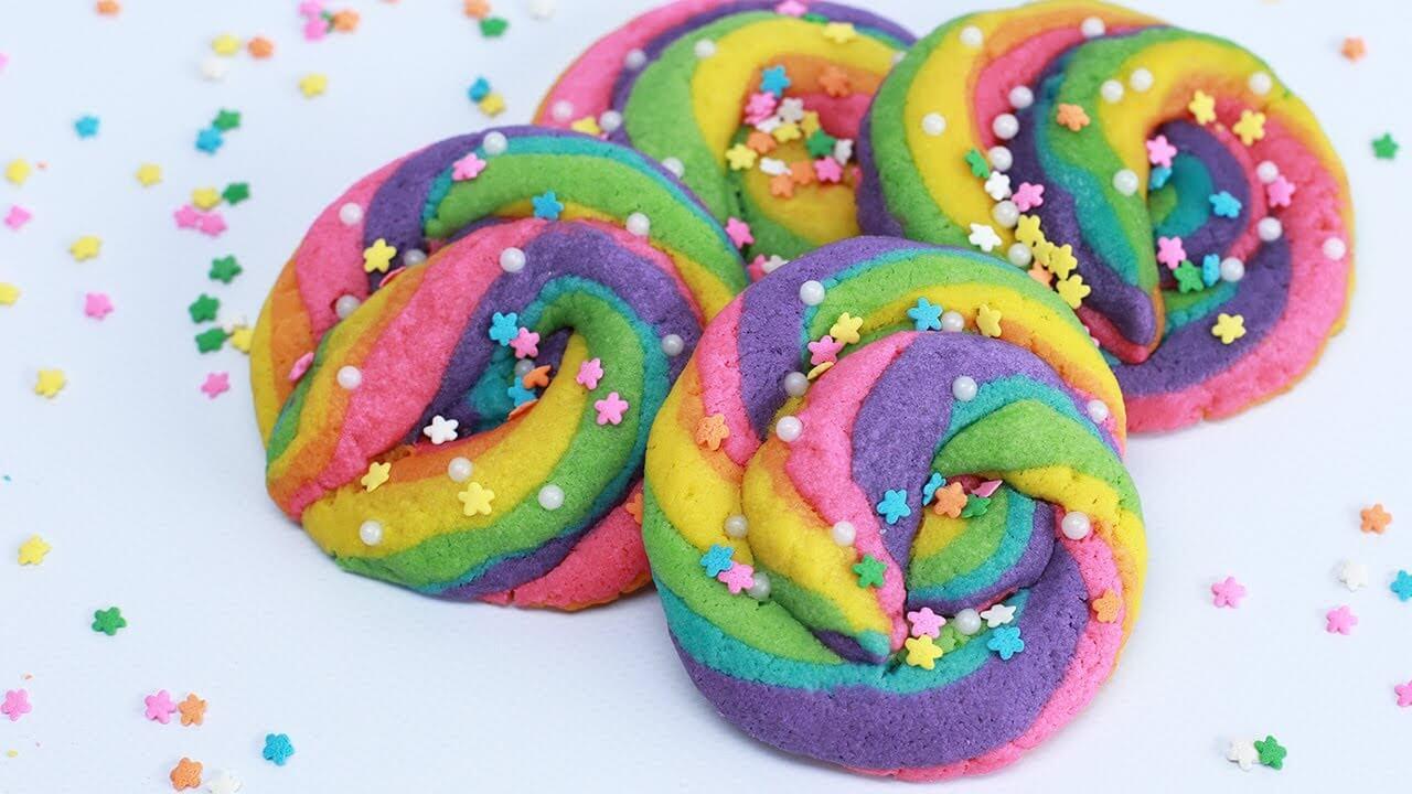 A ogni bambino piace impastare, modellare e decorare biscotti