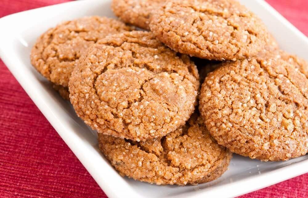 Cucinare biscotti con i bambini è un ottimo modo per trascorrere un bel pomeriggio in famiglia