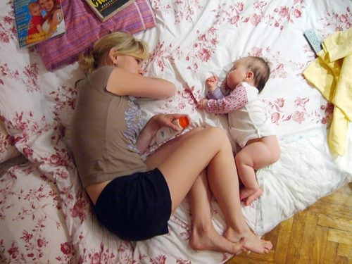 Co-sleeping: vantaggi e svantaggi
