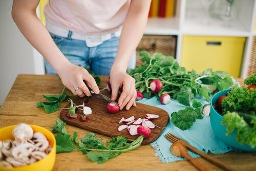La dieta dopo aver dato alla luce è possibile e raccomandabile, ma deve sottostare ad alcune restrizioni
