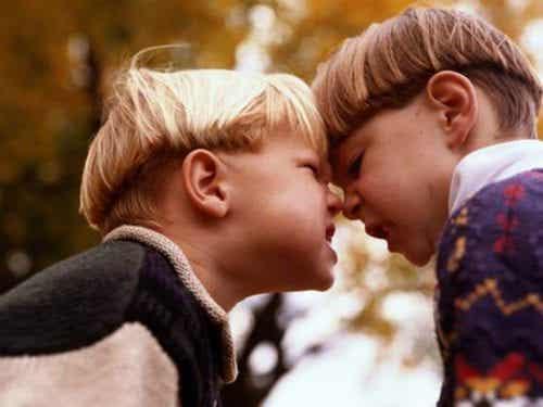 Che faccio se mio figlio è aggressivo nei miei confronti?