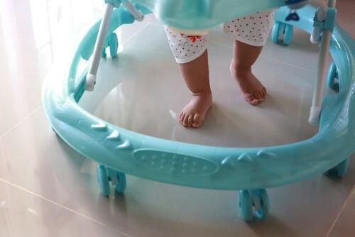L'uso del girello può ostacolare lo sviluppo del bambino