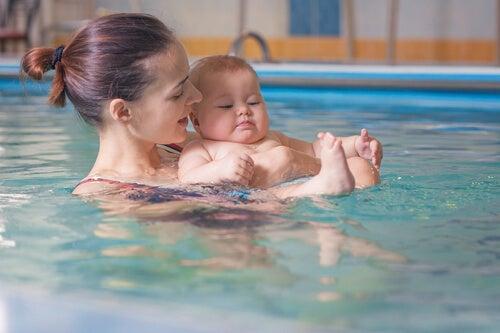 Nuoto per il bebè: tutti i benefici
