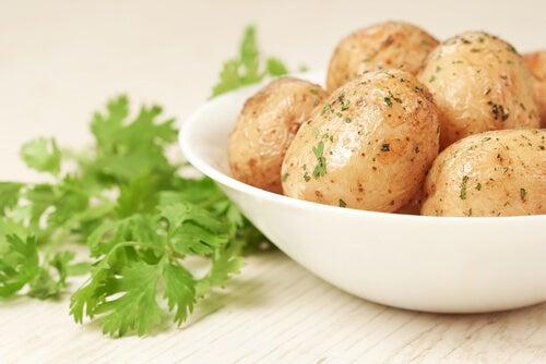 Le patate sono un ottimo ingrediente da aggiungere ai purè ricchi di proteine
