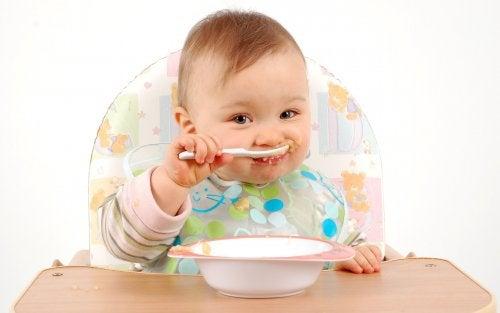 Giocare con cibo stimola lo sviluppo cognitivo