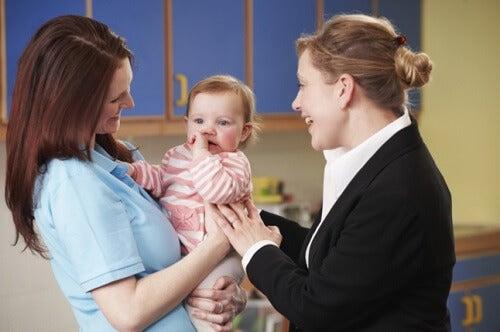 Spesso i genitori lavoratori affidano i figli alle cure di persone qualificate