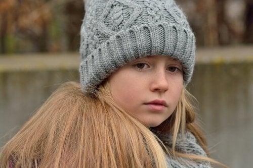 Spesso, i bambini che soffrono di ansia possono perdersi in pensieri negativi