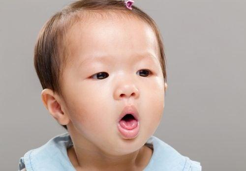 Il bebè si strozza mangiando, aiuto! Che fare?