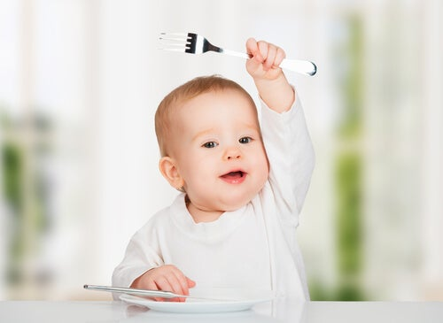 il bebè si strozza mangiando