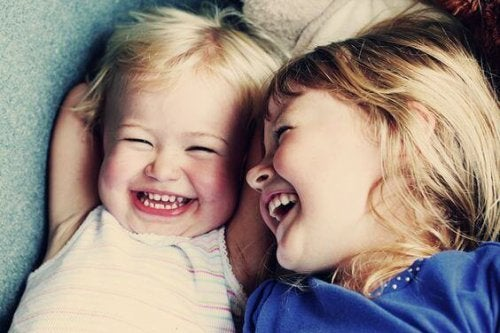 Insegnare ai bambini a sorridere è giusto perché comporta numerosi benefici