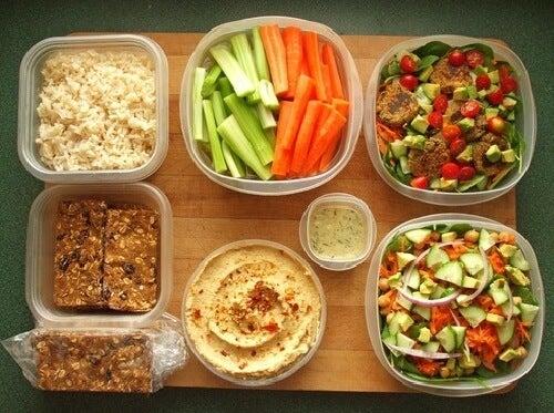 Preparare la sera prima il pranzo del giorno dopo: in questo modo i genitori lavoratori possono ottimizzare il tempo a loro disposizione