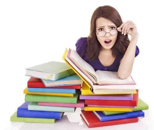 Genitori che fanno i compiti con i figli: 5 errori da non fare