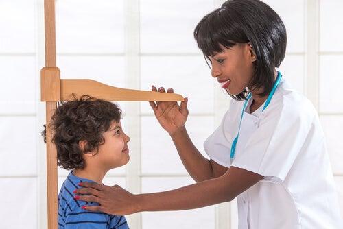 La statura non è l'unico parametro nella valutazione della crescita di un bambino