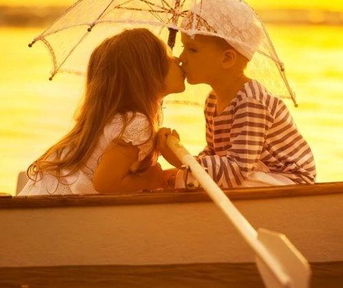 Se vi chiedete se i bambini si innamorano, la risposta è che, in realtà, stanno imitando gli adulti