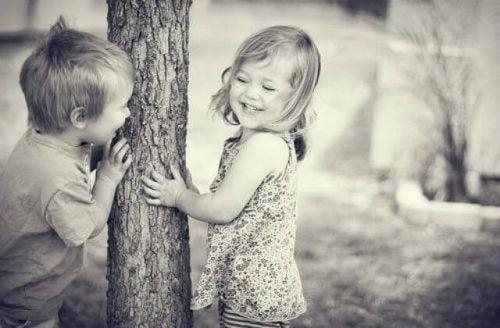 I bambini si innamorano? No, ed ecco perché.