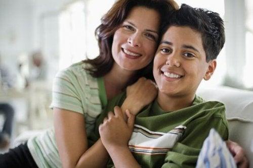 Parlare con il proprio figlio adolescente richiede molta attenzione e delicatezza