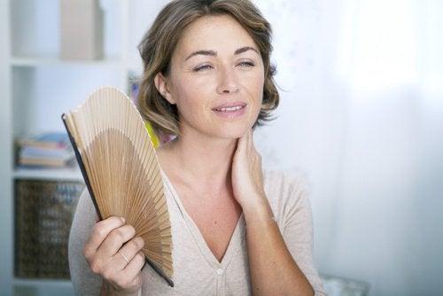 Le vampate di calore sono uno dei tanti sintomi della menopausa