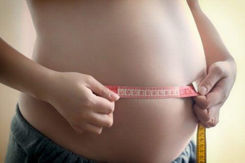 Monitorare il peso del bebè: che fare se è eccessivo?