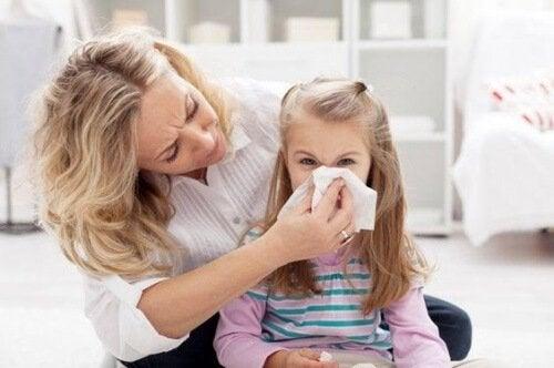 In caso di emorragie nasali, non bisogna inclinare la testa all'indietro, per evitare di ingurgitare del sangue