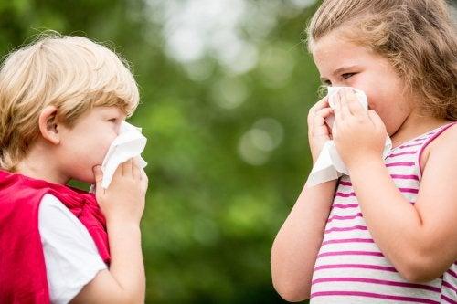 Soffiarsi il naso troppo forte può essere causa di emorragie nasali nei bambini