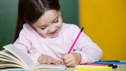 Scrivere a mano aiuta lo sviluppo del cervello