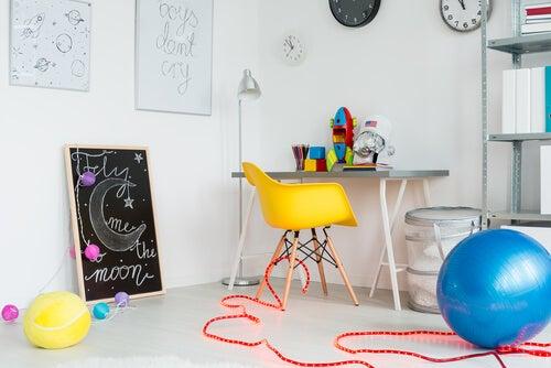 La stanza dei giochi dei bambini deve essere ricca di stimoli, che incoraggino il loro sviluppo psicomotorio
