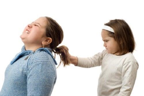 se state perdendo la vostra autorità, uno dei vostri figli potrebbe imporsi sugli altri con la prepotenza