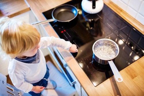 Le ustioni in cucina occupano i primi posti tra gli incidenti domestici più diffusi tra i bambini