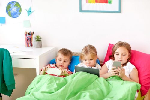Sapete a che età i bambini dovrebbero avere il cellulare?