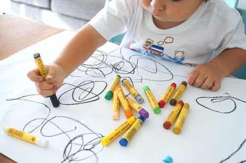 L'importanza di incoraggiare l'arte dentro casa