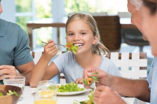 L'importanza di insegnare ai bambini a comportarsi bene a tavola