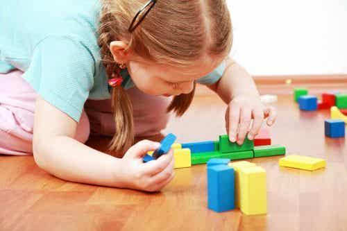 Perché è positivo che i bambini imparino a giocare da soli?