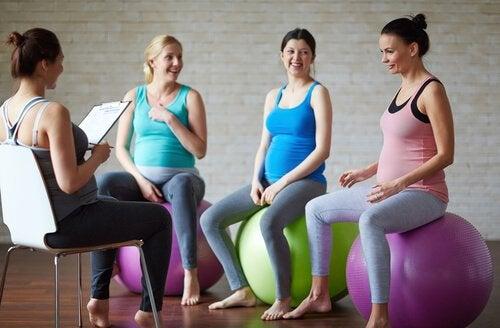 Avere una gravidanza ed essere sovrappeso comporta dei rischi per la salute: per ridurli, è bene praticare dell'attività fisica