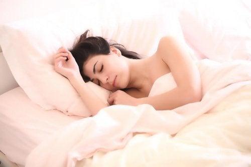Dormire molto durante la gravidanza aiuta a recuperar le energie che si bruciano per lo sviluppo del feto