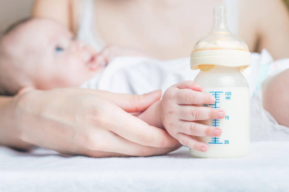 Anche se è possibile concepire durante l'allattamento, si può usare quest'ultimo come metodo contraccettivo, rispettando alcune condizioni