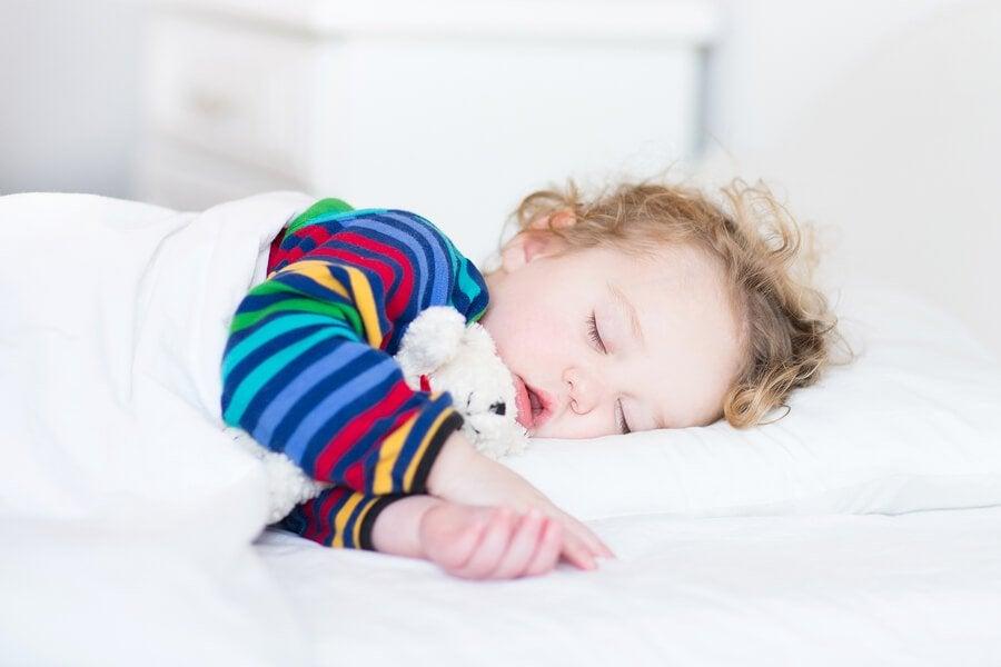 È utile far smettere di fare il sonnellino al piccolo se la sera ha problemi ad addormentarsi.