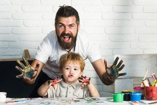 Attraverso l'arte si incoraggia lo sviluppo di un gran numero di abilità e competenze del bambino