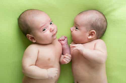 Parto gemellare: le differenze con un parto normale
