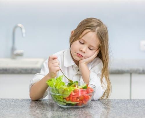 Se si obbliga un bambino a mangiare un alimento, nel piccolo si creeranno sentimenti di rifiuto ancora più radicati