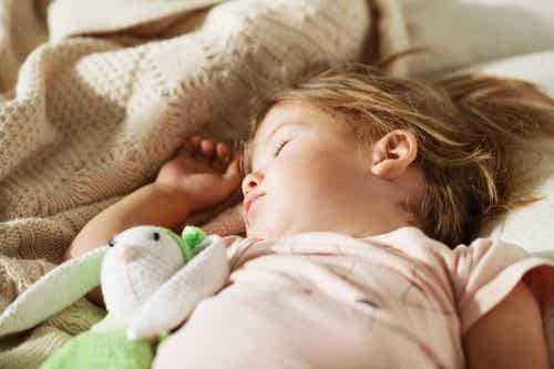 3 trucchi per far dormire il bambino nel suo letto