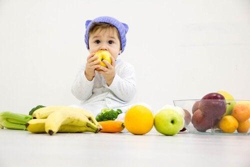 L'assunzione della frutta da parte dei bambini può essere facilitata tramite la somministrazione di nutrienti succhi di frutta