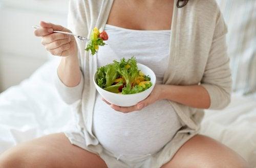 Per sapere quali vitamine bisogna assumere in gravidanza è consigliabile rivolgersi al medico.