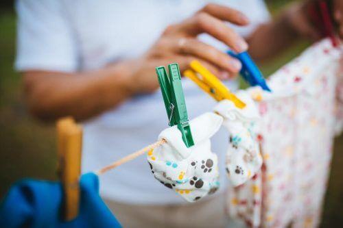 Come lavare i vestiti di un neonato?