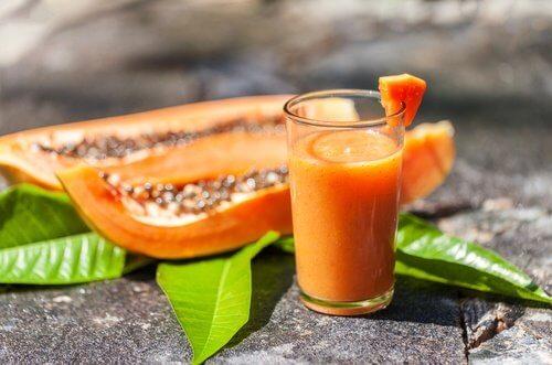 Il succo di papaya è uno dei quattro nutrienti succhi di frutta per bambini