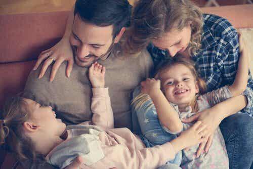 L'importanza degli abbracci in famiglia