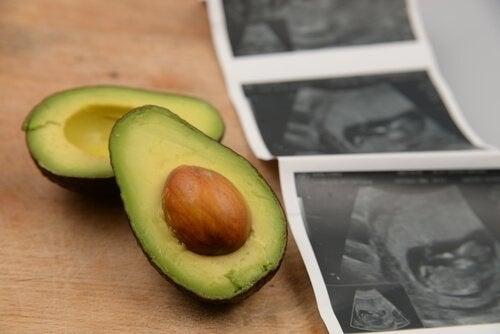 Benefici di mangiare avocado in gravidanza