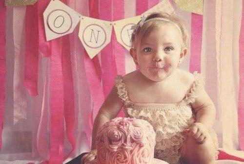 Bambina al suo compleanno