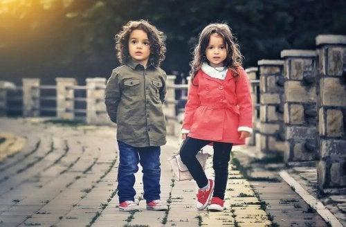 Anche da bambini, la scelta dell'abbigliamento comporta conseguenze di carattere sociale