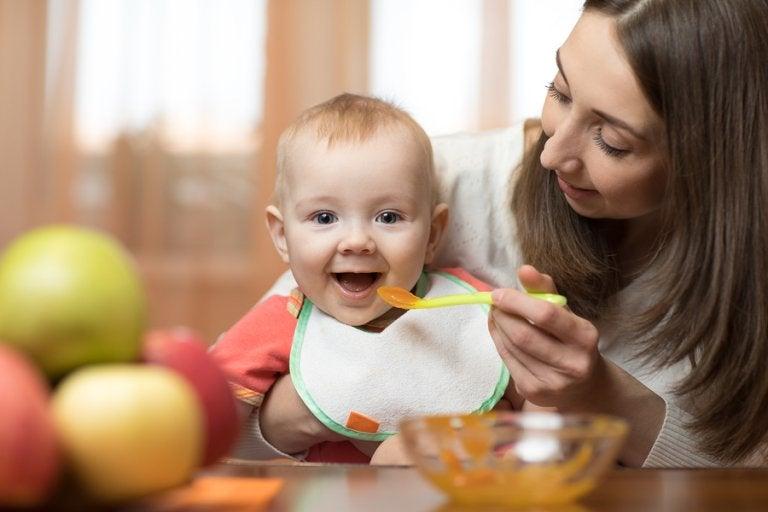 Per servire le ricette di omogeneizzati per bambini dai 6 ai 9 mesi vi conviene usare un cucchiaio di plastica o silicone
