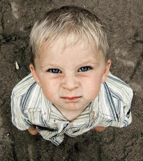 Come agire quando vostro figlio vi tiene testa?